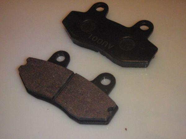 010 - Bremsklötze vorne für RETRO125 Roller Znen Fosti