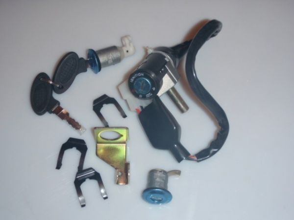 009 - Zündschloss komplett für RETRO125 Roller Znen Fosti