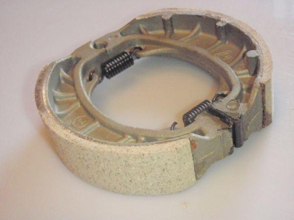 004 - Bremsbacken hinten für RETRO125 Roller Znen Fosti